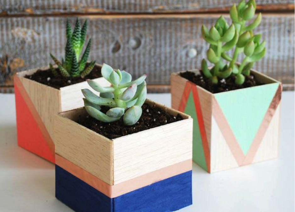 8 cheap ways to decorate your desk at work the muse for Ways to decorate your desk at work
